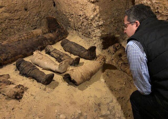 Mısır'ın Minye şehrinde tarihi mezarda 40 mumya ve diğer mezarlara açılan 3 kuyu tespit edildi.
