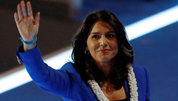 2016 başkanlık seçimleri için Demokrat Parti içindeki yarışta Senatör Bernie Sanders'ı desteklemiş Hawaii milletvekili Tulsi Gabbard, 2020 başkanlık seçimleri için aday adaylığını açıklayan ilk isimlerden biri oldu. - Sputnik Türkiye