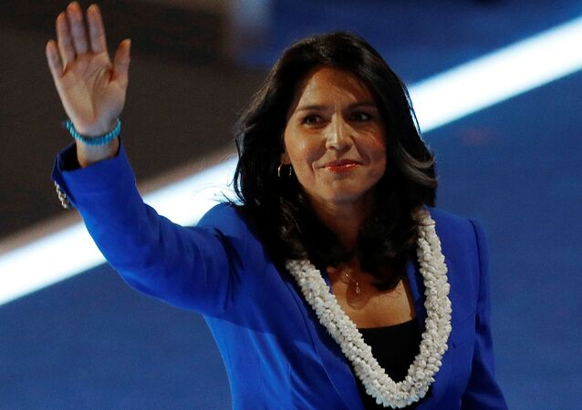 2016 başkanlık seçimleri için Demokrat Parti içindeki yarışta Senatör Bernie Sanders'ı desteklemiş Hawaii milletvekili Tulsi Gabbard, 2020 başkanlık seçimleri için aday adaylığını açıklayan ilk isimlerden biri oldu.