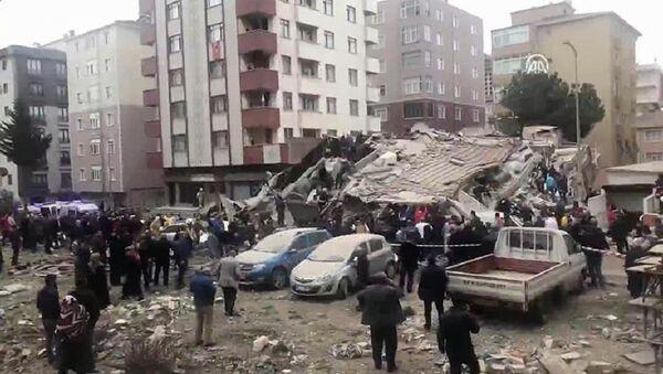 İstanbul'da 6 katlı bir bina çöktü - Sputnik Türkiye
