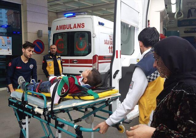 Siirt'te metruk binada çökme: 3 çocuk yaralı