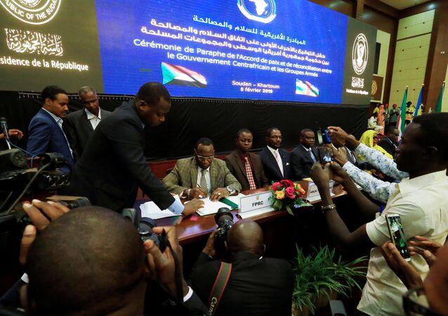 Orta Afrika Cumhuriyeti hükümetiyle silahlı gruplar, nihai barış anlaşmasını imzaladı