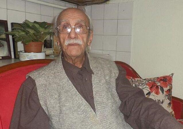 96 yaşındaki emekli öğretmene soruşturma: 'Karikatür paylaştım diye beni tutuklayacaksanız hemen kelepçeyi takın' dedim