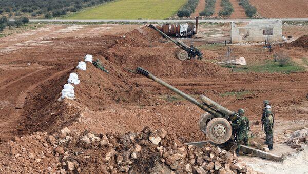 Menbiç'in ön cephesinde bulunan Suriye ordusu birlikleri - Sputnik Türkiye