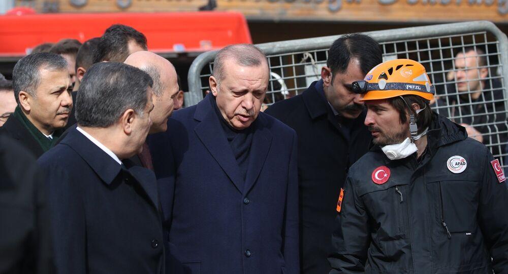 Cumhurbaşkanı Erdoğan Kartal'daki enkaz alanında
