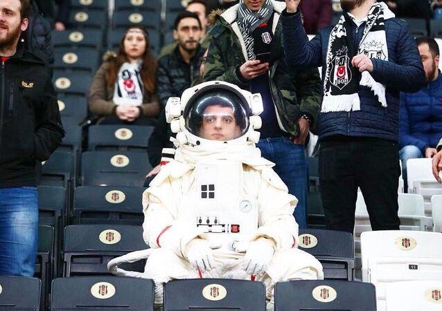Yeşilay'ın kampanyası olan astronot