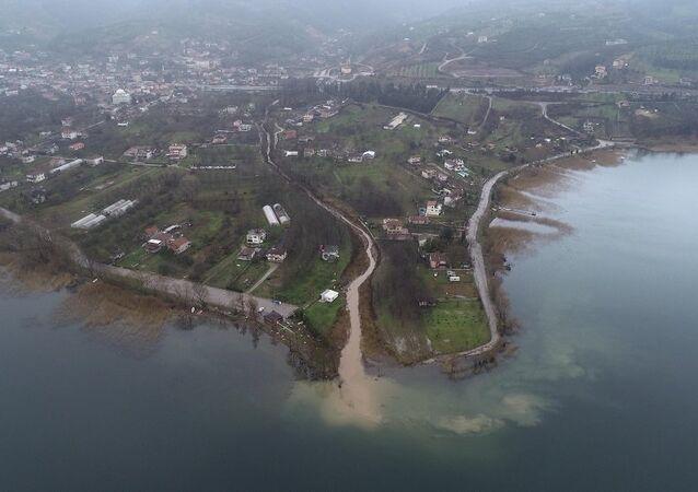 Çöp suları Sapanca Gölü'ne akıyor