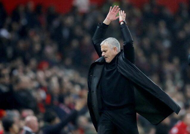'Jose Mourinho ile taç çizgisinden' isimli program 7 Mart'ta RT'de yayına girecek.