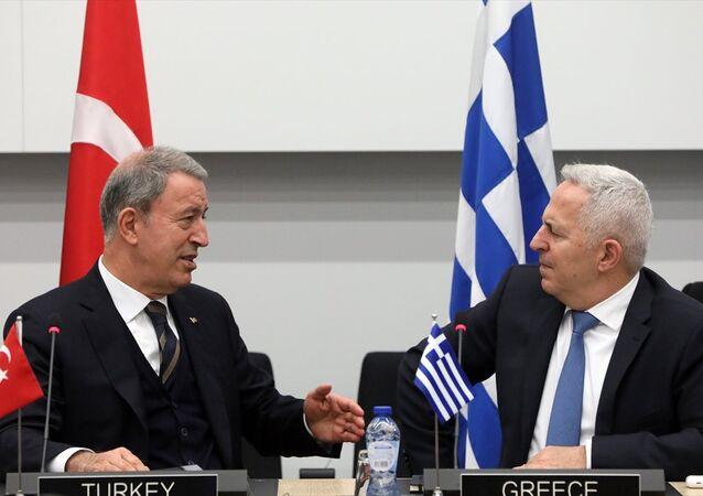 Milli Savunma Bakanı Akar, Yunanistan Savunma Bakanı Apostolakis'le görüştü. Akar, görüşmeye ilişkin, Dost ve komşu iki ülke olarak sorunlarımıza barışçıl yollarla çözüm bulmak için çalışmalıyız değerlendirmesinde bulundu.