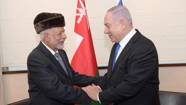 İsrail Başbakanı Benyamin Netanyahu Polonya'nın başkenti Varşova'da Körfez ülkelerinden Umman'ın Dışişleri Bakanı Yusuf bin Alevi bin Abdullah ile bir araya geldi. - Sputnik Türkiye