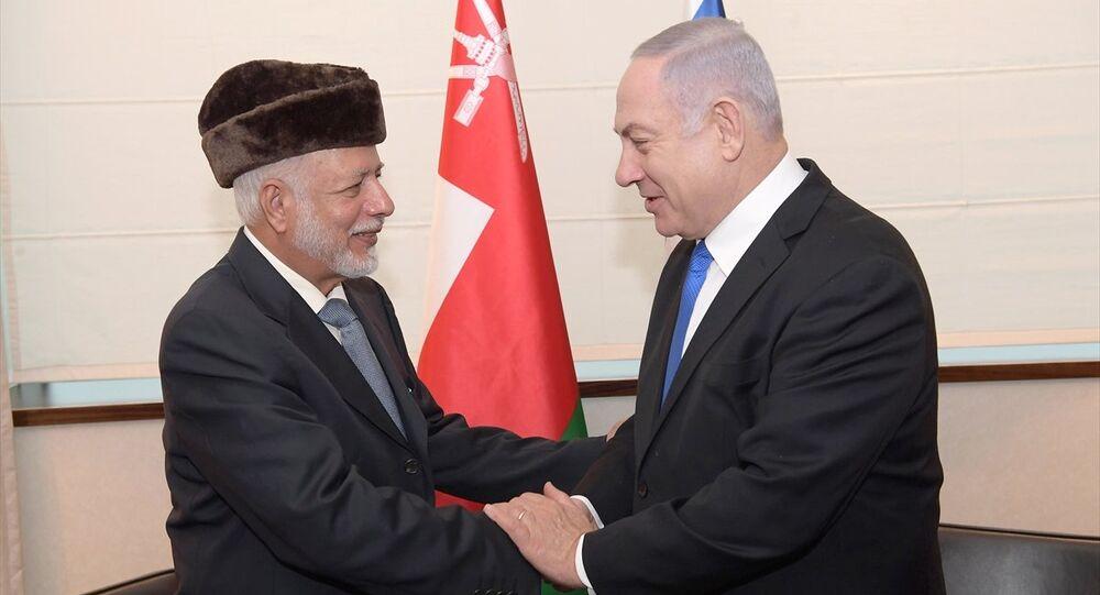 İsrail Başbakanı Benyamin Netanyahu Polonya'nın başkenti Varşova'da Körfez ülkelerinden Umman'ın Dışişleri Bakanı Yusuf bin Alevi bin Abdullah ile bir araya geldi.