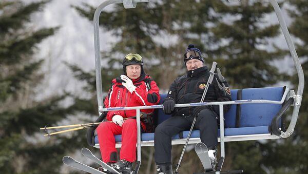Rusya Devlet Başkanı Vladimir Putin ile Belarus Devlet Başkanı Aleksandr Lukaşenko, Rusya'nın Soçi kentinde kayak yaptı. - Sputnik Türkiye