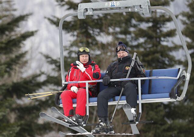 Rusya Devlet Başkanı Vladimir Putin ile Belarus Devlet Başkanı Aleksandr Lukaşenko, Rusya'nın Soçi kentinde kayak yaptı.
