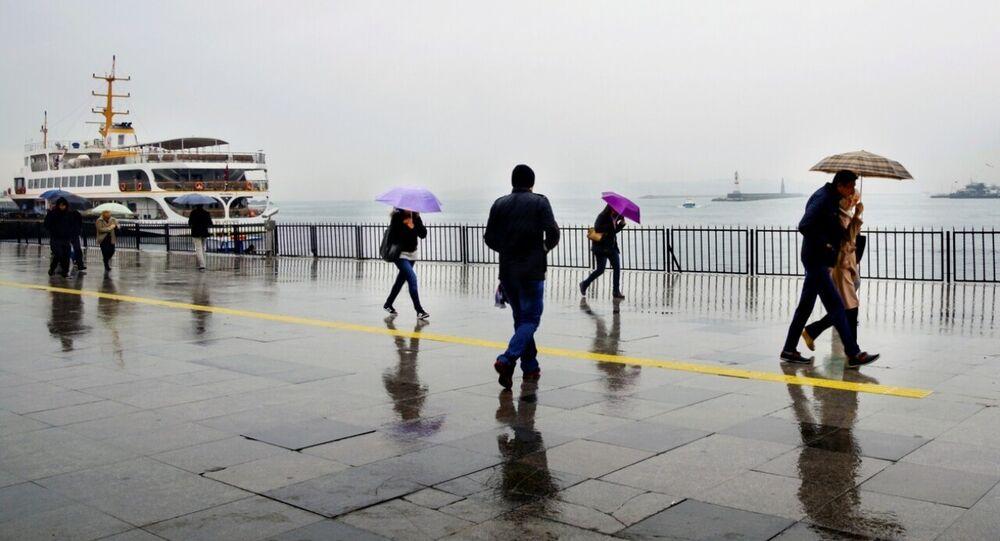 İstanbul - Kadıköy - yağmur - şemsiye