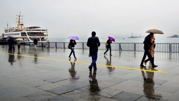 İstanbul - Kadıköy - yağmur - şemsiye - Sputnik Türkiye