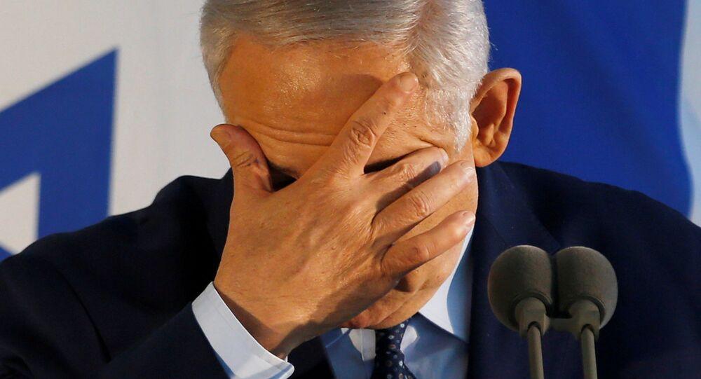 Benyamin Netanyahu bir cenazede konuşurken
