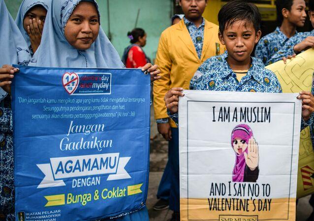 Endonezya - Sevgilier Günü protestosu