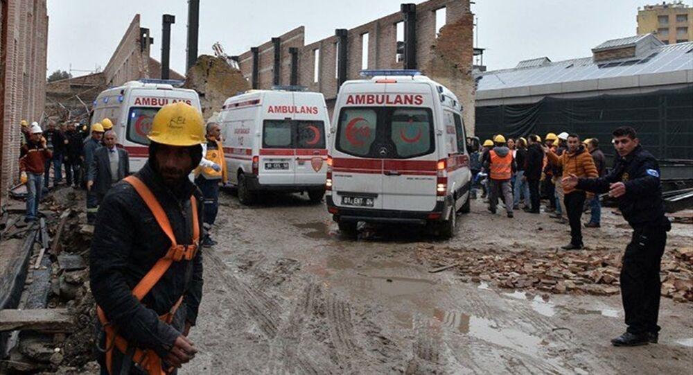 Adana Müze Kompleksi içerisindeki Tarım Müzesi'nin duvarı çöktü