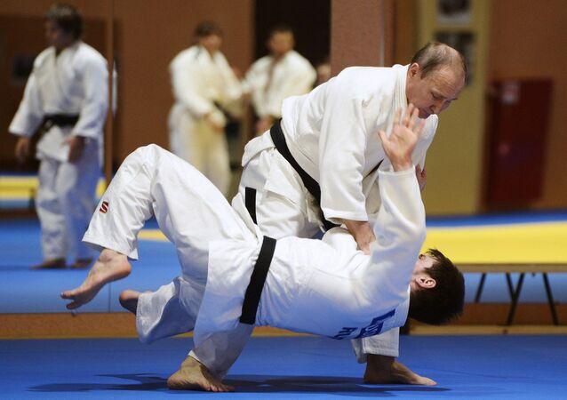 Rusya Devlet Başkanı Putin, Cumhurbaşkanı Erdoğan ve İran Cumhurbaşkanı Ruhani ile gerçekleştirilen Suriye konulu toplantının ardından Soçi'de judo yaptı.