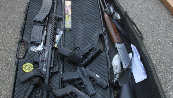 Adana'da arama yapılan bir ticari araçta 6 ruhsatsız tabanca, 102 pompalı tüfek ve yüzlerce kuru sıkı tabanca ele geçirildi. - Sputnik Türkiye
