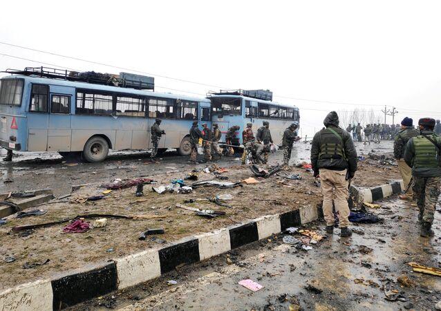 Keşmir'de son 30 yılın en kanlı saldırısı: 44 Hint askeri öldü, 20 asker yaralandı