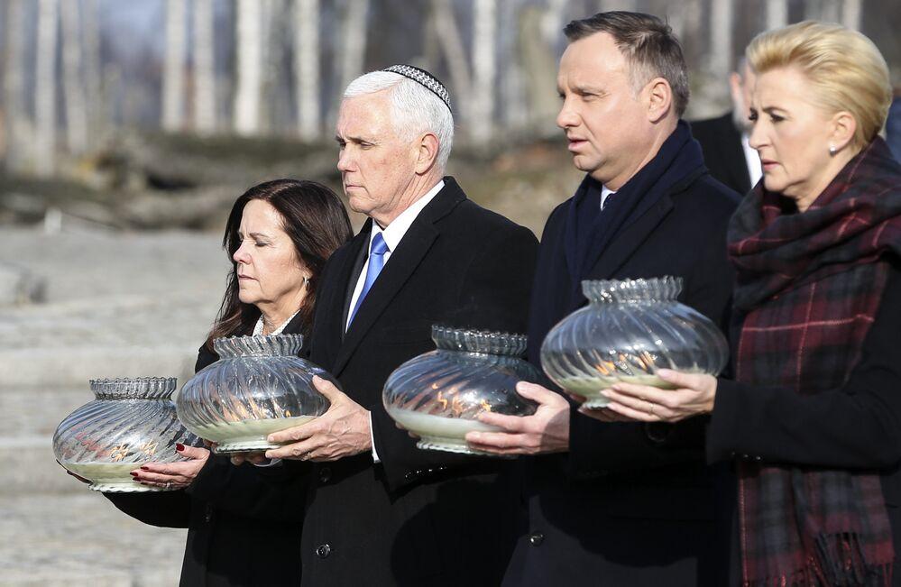 ABD Başkan Yardımcısı Mike Pence Auschwitz'i ziyaret etti