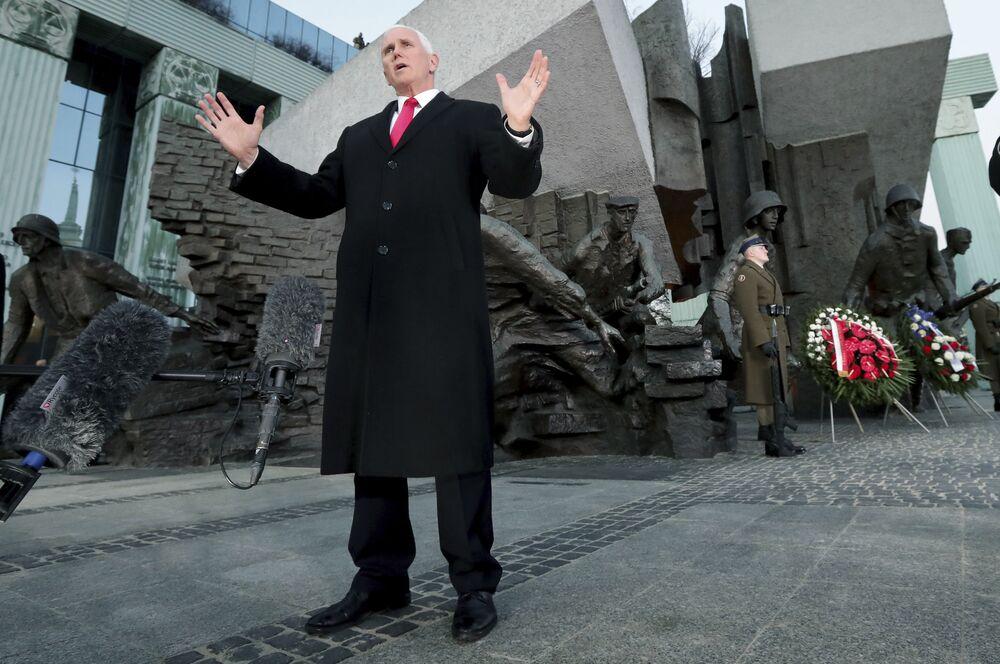 ABD Başkan Yardımcısı Mike Pence Varşova'da