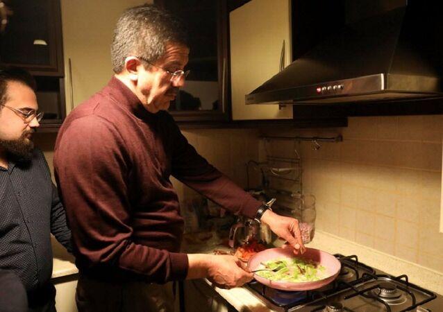 Nihat Zeybekci, öğrenci evinde menemen yaptı