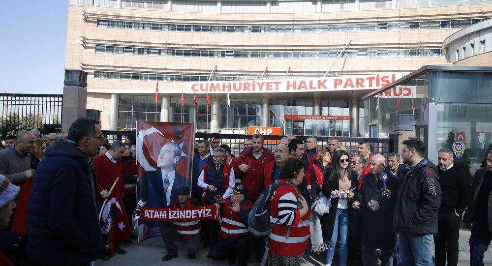 CHP'de kırmızı yelekliler eylemi sona erdi: Ankara'ya yürüyen grup, yönetime 'Yanlıştan dön' dedi