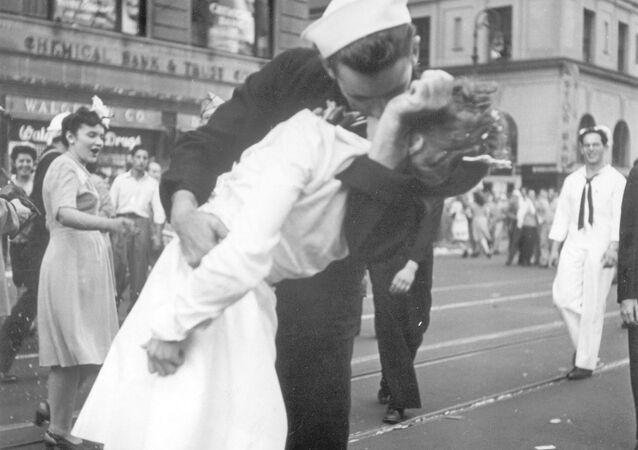 İkinci Dünya Savaşı'nın bitişinin sembolü olan fotoğraf
