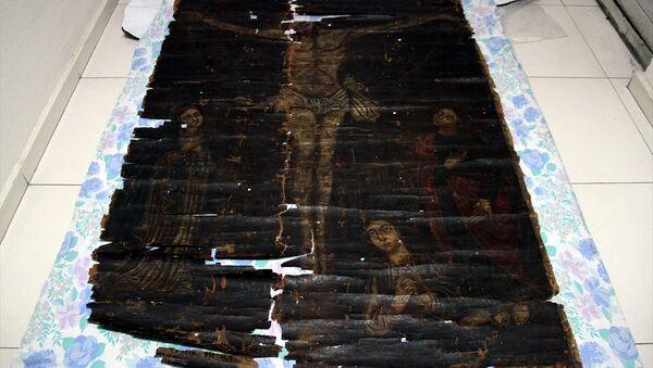 Kayseri'de, 13. yüzyıla ait olduğu değerlendirilen, Hazreti İsa'nın çarmıha gerilişi ve onu üzüntü ile izleyen 1 kadın ve 2 erkeğin bulunduğu tablo elde geçirildi. - Sputnik Türkiye