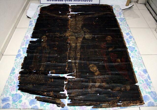 Kayseri'de, 13. yüzyıla ait olduğu değerlendirilen, Hazreti İsa'nın çarmıha gerilişi ve onu üzüntü ile izleyen 1 kadın ve 2 erkeğin bulunduğu tablo elde geçirildi.