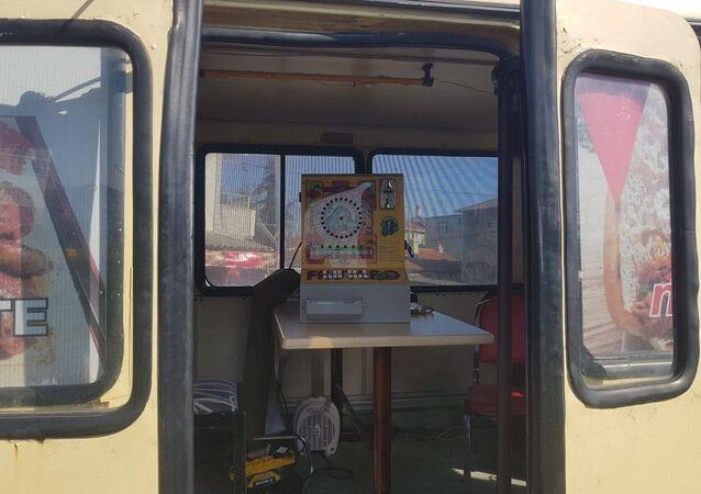 Tekirdağ'da kumarhaneye çevrilen minibüs
