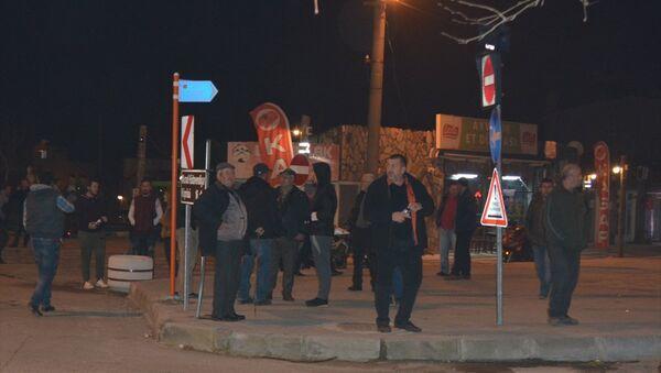 Merkez üssü Çanakkale'nin Ayvacık ilçesi olan 5.0 büyüklüğünde bir deprem meydana geldi. Deprem sebebiyle endişeli anlar yaşayan bazı vatandaşlar sokağa çıktı. - Sputnik Türkiye