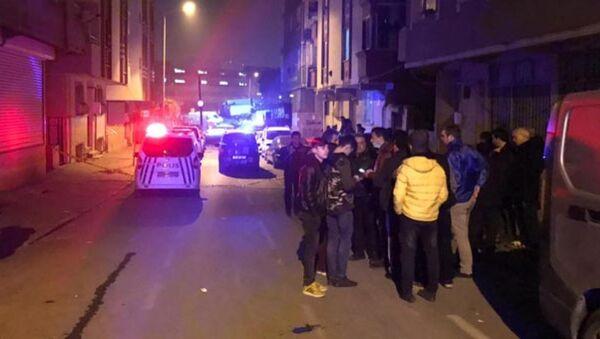 Ayvacık'taki depremin ardından Gaziosmanpaşa'da çatlakların oluştuğu bina boşaltıldı - Sputnik Türkiye