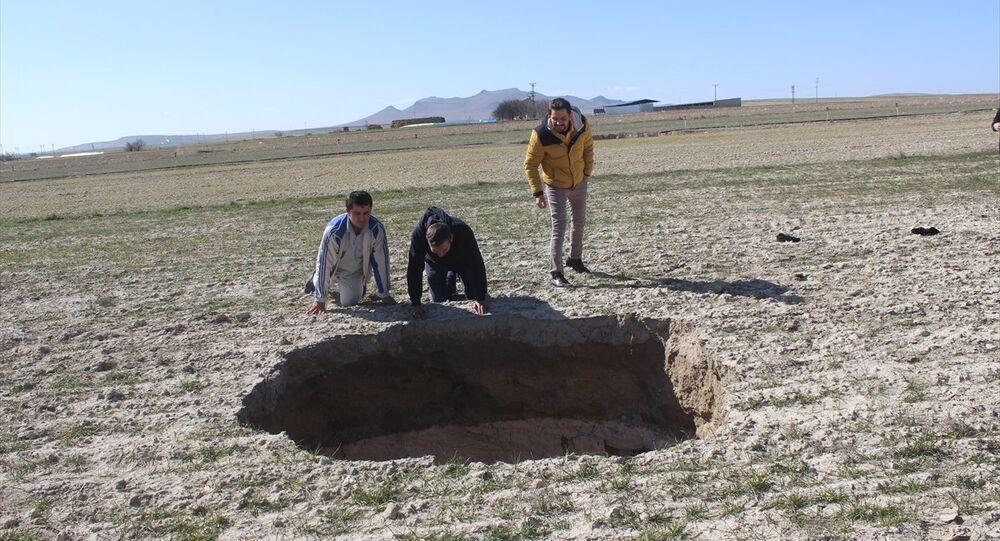 Konya'nın Karapınar ilçesinde 6 gün içinde 3 yeni obruk meydana geldi.
