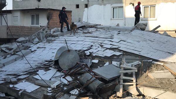Mersin'de 5 katlı bina çöktü - Sputnik Türkiye