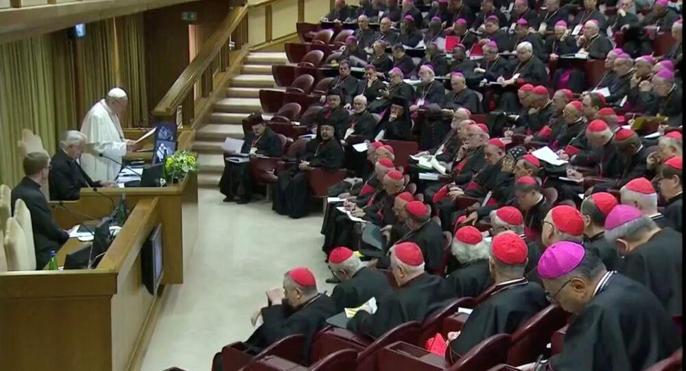 'Katolik kiliselerinde reşit olmamışların korunması' konusunda 'dünya çapında tüm piskoposlar konferanslarının başkanlarının biraraya geldiği' zirvenin açılışını Papa Francis yaptı.