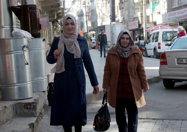 34 yaşında ve 2 çocuk annesi Medine Karaca da Bağlar