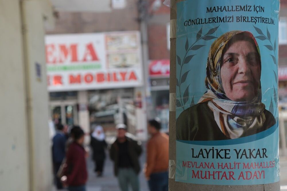 Kadın muhtar adayları afişi