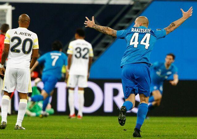 Zenit ile Fenerbahçe takımları Gazprom Arena'da karşılaştı
