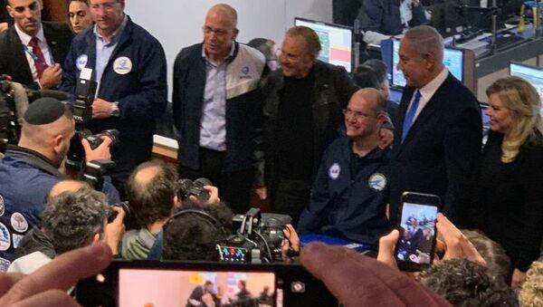 Beresheet'in uzaya fırlatılıp yörüngeye oturması ve sorunsuz çalışma sinyalleri vermesini İsrailli uzay araştırmacıları Başbakan Benyamin Netanyahu ile birlikte kutladı. - Sputnik Türkiye