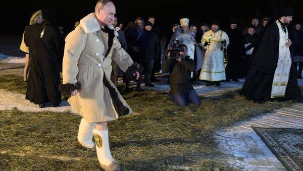 Rusya Devlet Başkanı Vladimir Putin'in  İsa'nın vaftiz edilişinin kutlandığı Epifani bayramında - Sputnik Türkiye