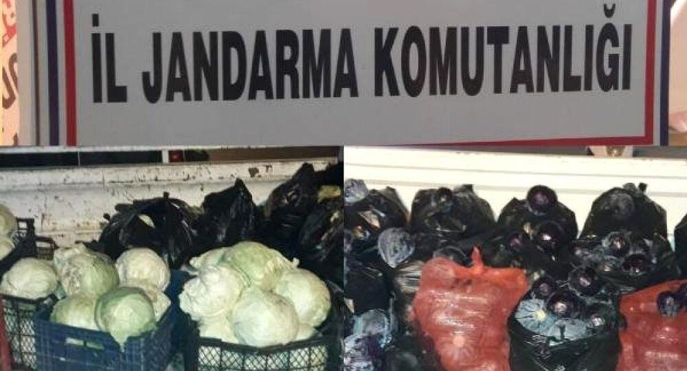 Bahçelerden çaldıkları meyve ve sebzeleri pazarda satan 3 şüpheli suçüstü yakalandı
