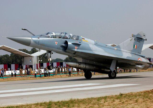 Hindistan Hava Kuvvetleri'ne ait bir savaş uçağı