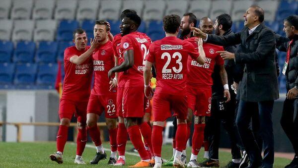 Ziraat Türkiye Kupası çeyrek finalinde 0-0'ın rövanşında Trabzonspor'u 3-1 yenen Ümraniyespor, yarı finale yükseldi. - Sputnik Türkiye