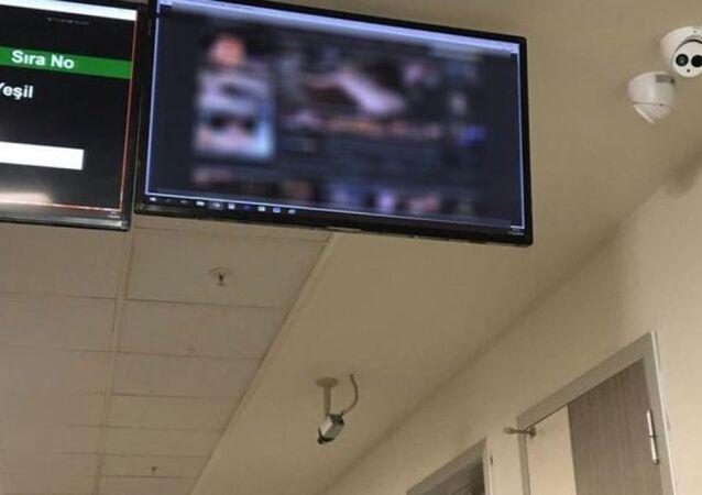 Kocaeli Devlet Hastanesi Acil Servisi bekleme salonunda porno yayını