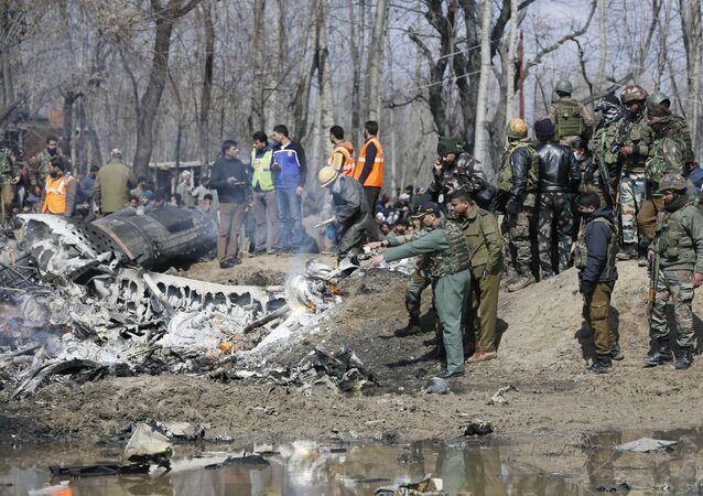 Cammu Keşmir'in Budgam bölgesinde düşen Hindistan uçağının kalıntıları