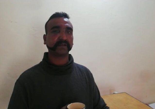 Pakistan'ın elindeki Hint pilot
