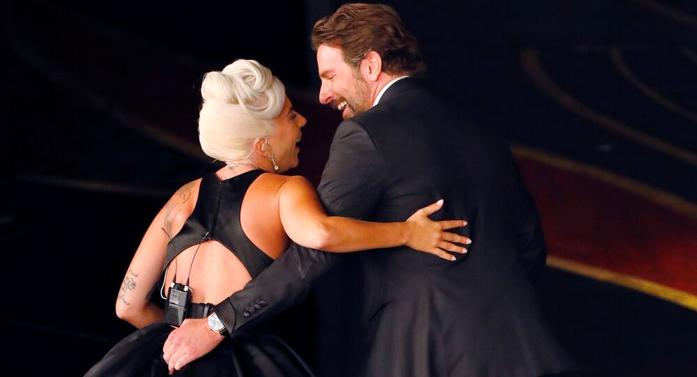 Oscar Ödül Töreni'nde Lady Gaga ve Bradley Cooper